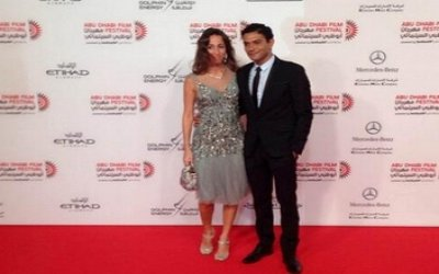 اسر ياسين وزوجته كنزي شاهد صورة زوجة اسر ياسين فى اول ظهور لها مع زوجها اسر ياسين على السجادة الحمرا في مهرجان ابو ظبي