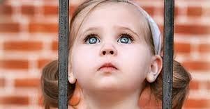 اطفال بعيون جميلة