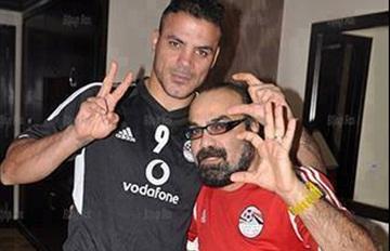 عمرو زكى وابو الليف صورة ابو الليف مع عمرو زكي يؤيدون السيسي فى معسكر منتخب مصر