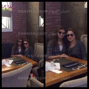 مي عز الدين واختها 300x300 صورة اخت مي عز الدين الغير شقيقة في اول ظهور لها