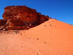 الصحراء الحمراء 1 300x225 صور و معلومات عن الصحراء الحمراء فى وادى رم في الاردن RED DESERT OF WADI RUM