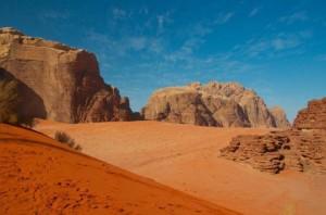 الصحراء الحمراء 300x198 صور و معلومات عن الصحراء الحمراء فى وادى رم في الاردن RED DESERT OF WADI RUM