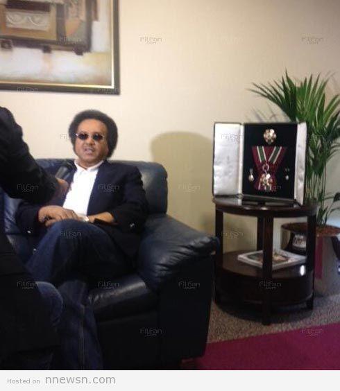 محمد عبده صورة محمد عبده بقصة شعر سبعيناتي في عمان