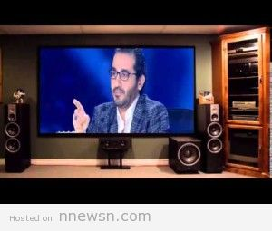 Ahmed Helmy crying egypt sinai arabs got talent 31 1 2015 300x255 بكاء احمد حلمي في عرب جوت تالنت 31 1 2015 على جنود الجيش سيناء مصر و على وفاة شيماء الصباغ و تشبيه الحفرة