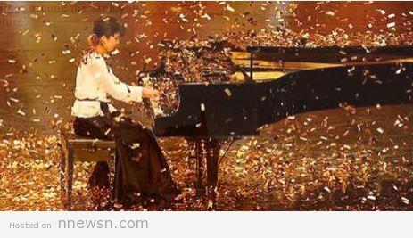 nadia fzy arabs got talent 2015 مشاهدة ناديا قزي تحصل على الجولدن باز على الجابر يوتيوب عازفة على البيانو  arabs got talent 17 1 2015 مشتركة لبنانية و يابانية نادية